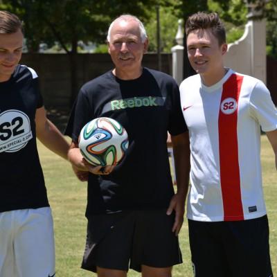 Dominik und René mit HSV-Fan und Schiri Wolfgang Jacob aus Somerset West